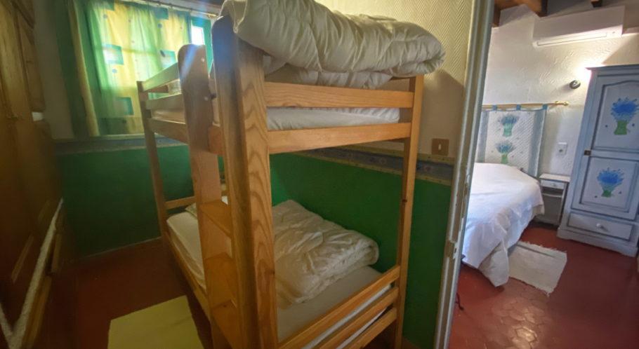 Chambre avec 2 lits superposés