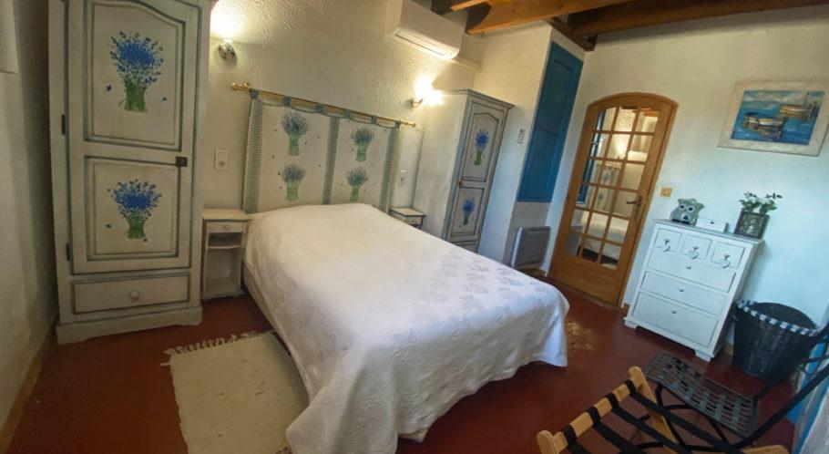 chambre lit double appartement cassis